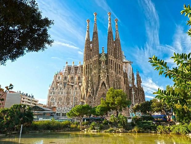 Solar destinado a uso residencial situado en el barrio de la Sagrada Familia, Barcelona. #2