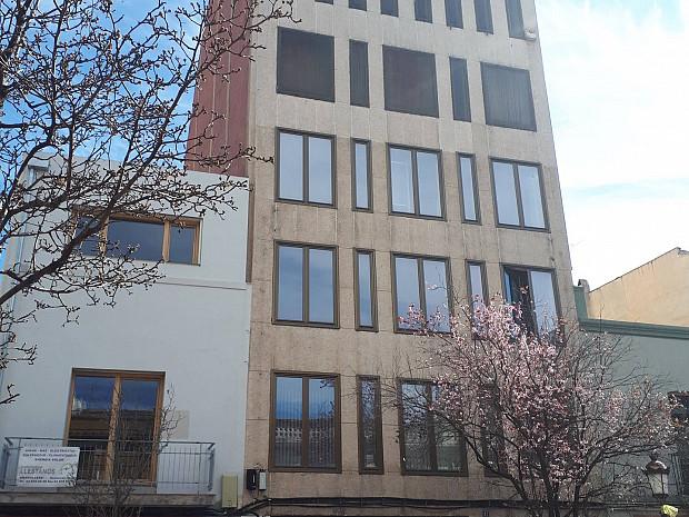 Edifici oficines, amb possibilitat de canvi d'ús a habitatges #1