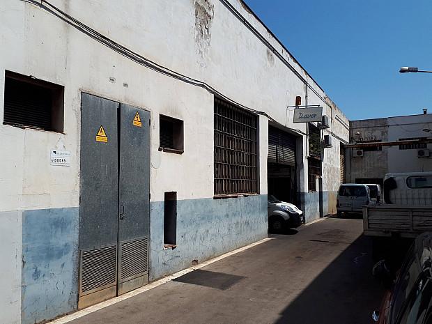 Nau industrial en rendibilitat a Barcelona de 548 m² #2